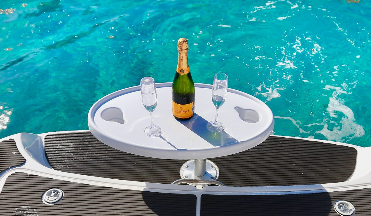 Luxury Boat Champagne